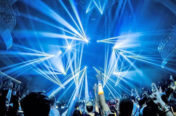 泰国的夜店灯光