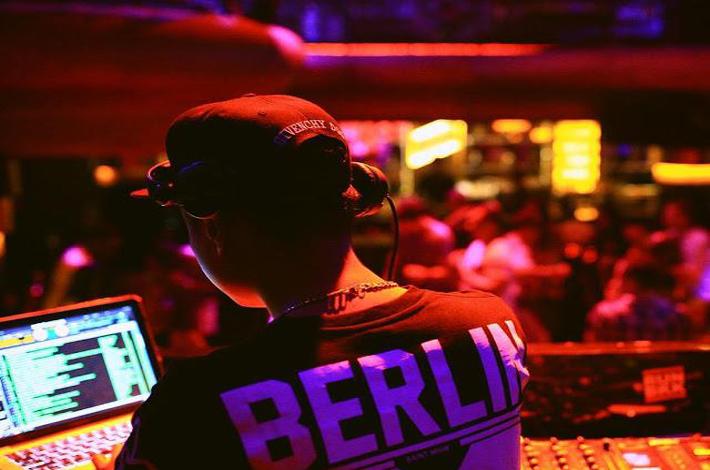 泰国的夜店DJ