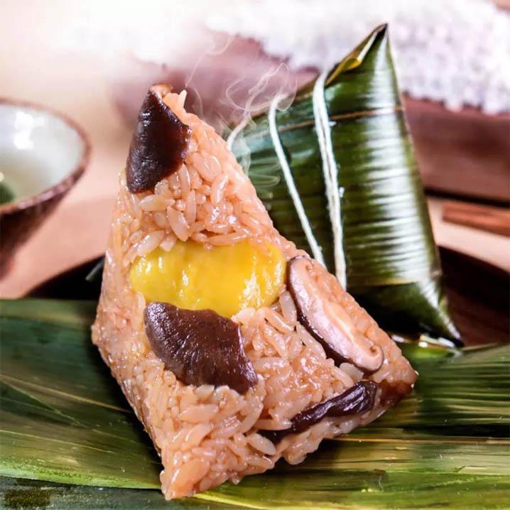 在泰国过端午节品尝特色粽子