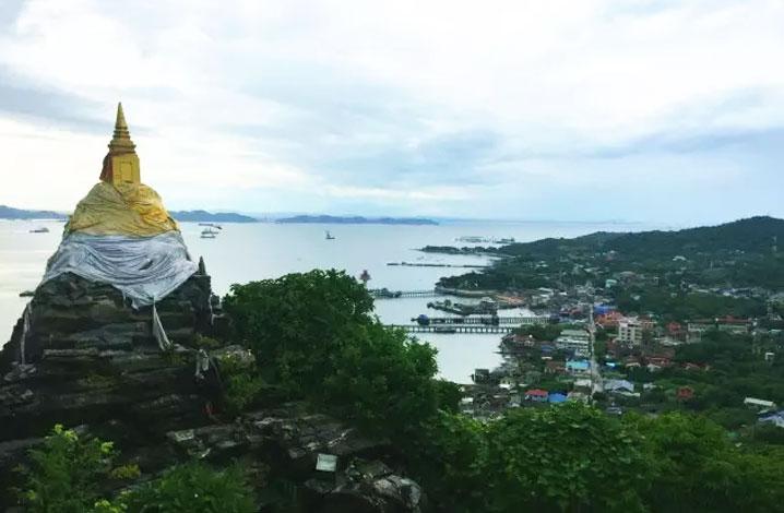 山顶的佛陀