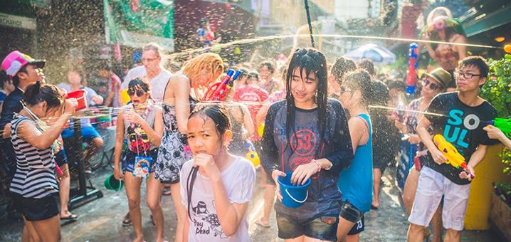 在北碧体验泰国泼水节