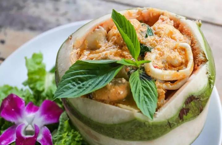 咖喱椰子海鲜(280THB)