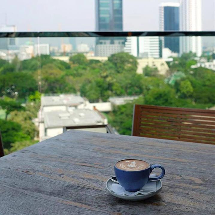 曼谷的咖啡馆,迷失在生活幸福感中