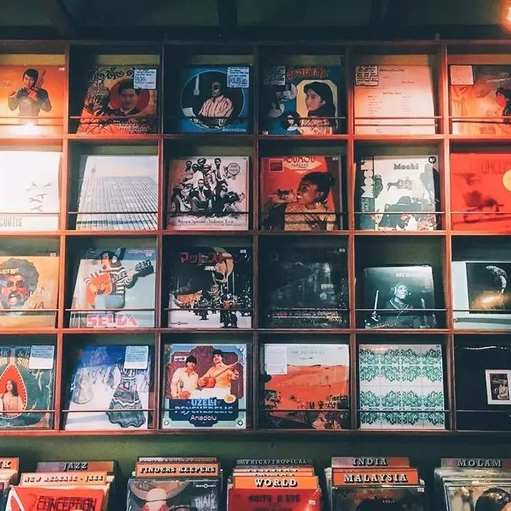 曼谷Zudrangma Records唱片店,小红莓乐队唱片珍藏在此