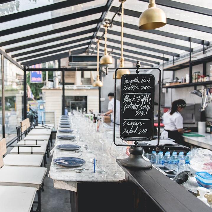 Flat Marble,在只有十个位置的曼谷玻璃餐厅看漫天星光