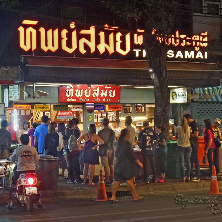 曼谷Thip Samai泰式炒河粉店,每天让500号人来排队!