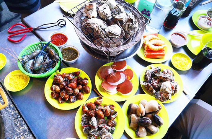 湄南河边自助餐
