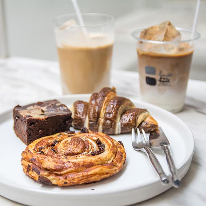 曼谷Hands and Heart咖啡店,黑与白的极简风格喝出咖啡的纯粹