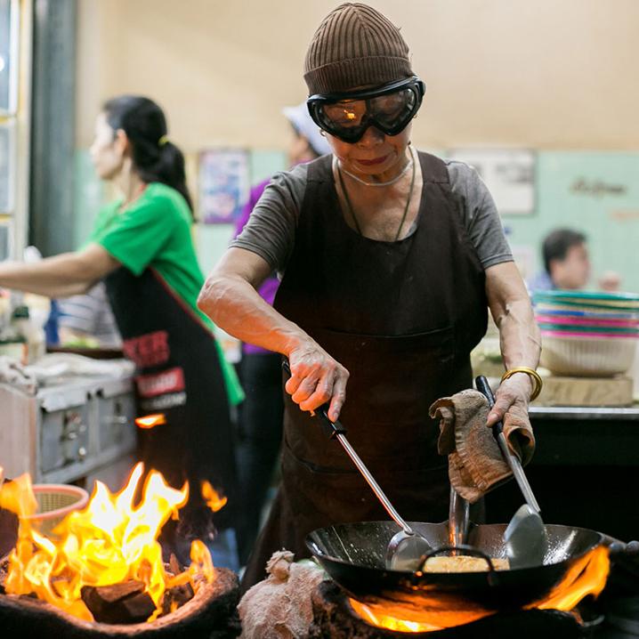 曼谷唯一一家米其林一星小吃摊Jay Fai店