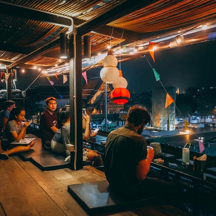 曼谷老城区Swing Bar酒吧,来一杯泰式啤酒品一品老城风采