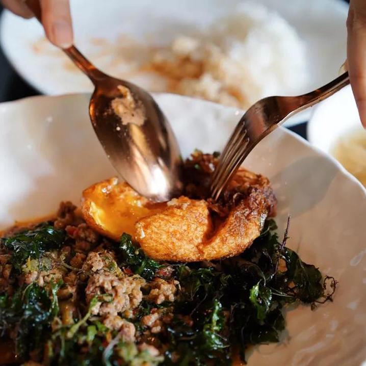 曼谷Bo.lan米其林餐厅用餐记,上来先给两盆饭