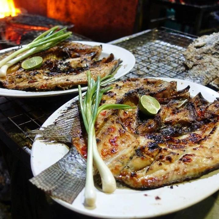 曼谷Nana夜市的海鲜夜排档