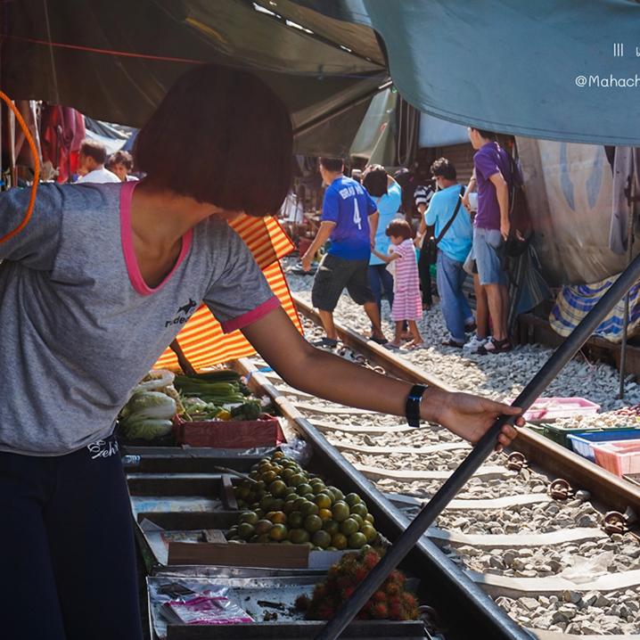 泰国美功铁道市场之逛市场躲火车