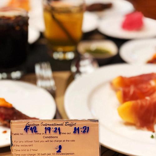 日式自助餐厅Gustos...