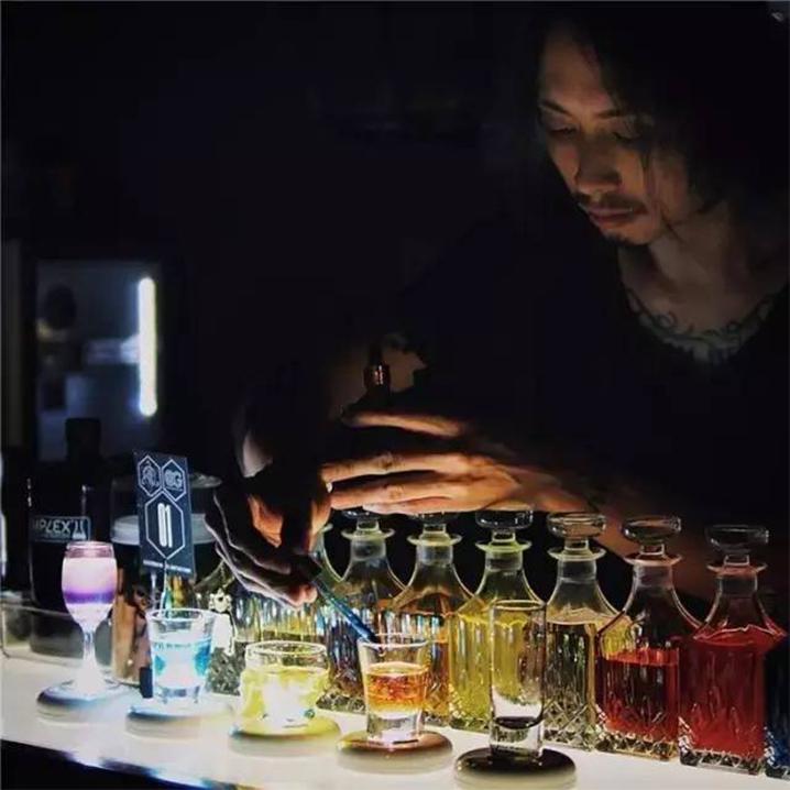 普吉岛Z1mplex Mixology Laboratory酒吧,鸡尾酒让你爱上微醺时光