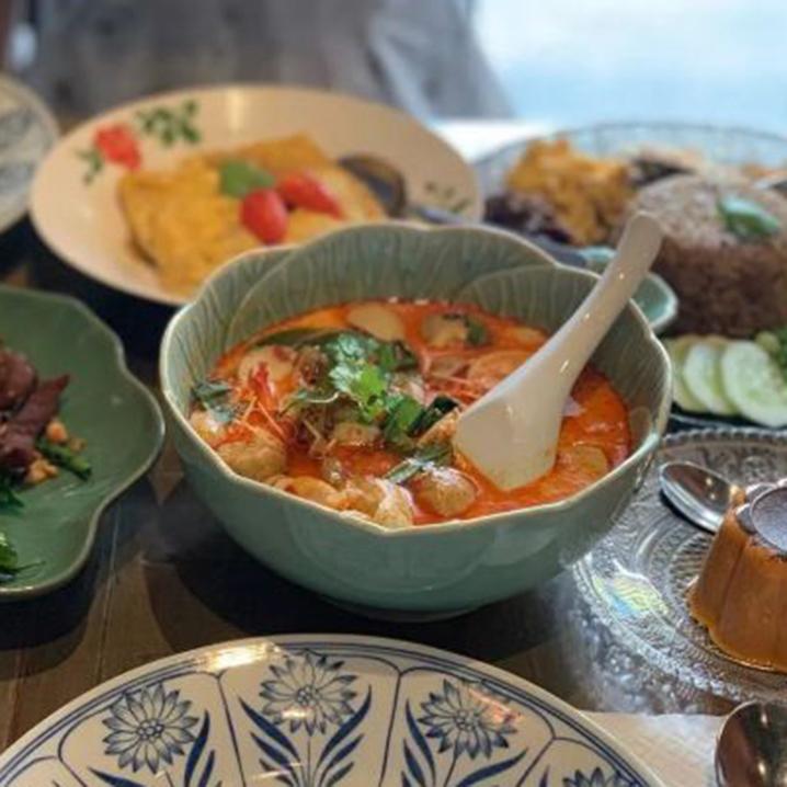 曼谷米其林推荐餐厅SUPANNIGA EATING ROOM,超欢迎的正宗泰式菜