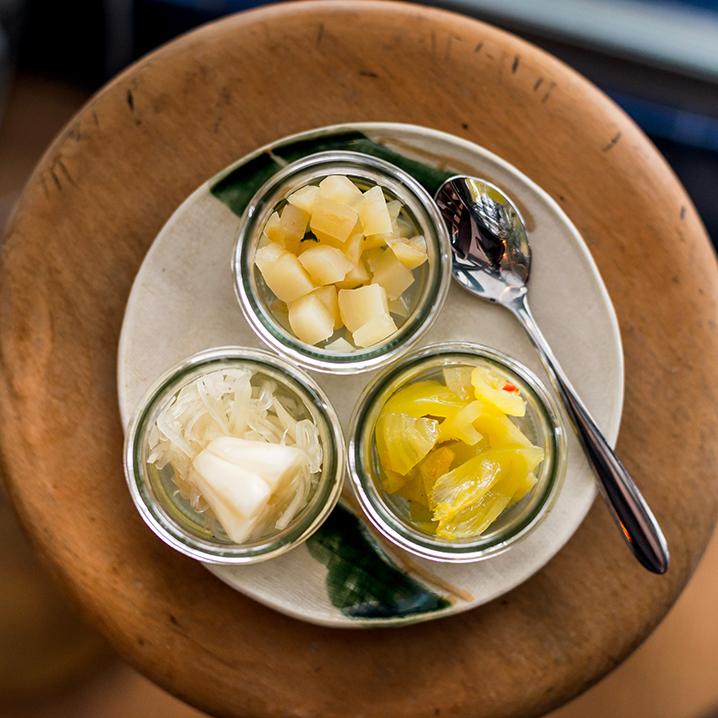 曼谷Lon Lon Local Diner餐厅,米粥加配菜一种别致味道