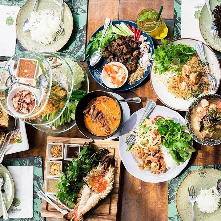 曼谷泰国菜餐厅大盘...