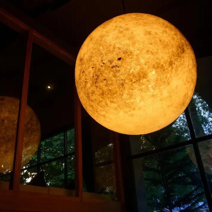 曼谷有间餐厅摆了个大月亮!在里面吃饭肯定很享受