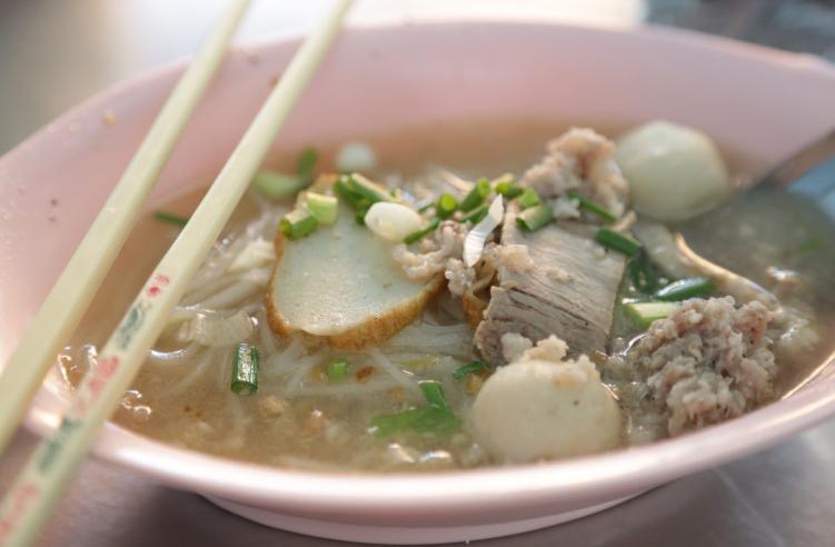 Ban Bueng pork noodle soup